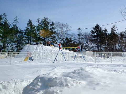 28059024_952242428285004_5640926284978598255_n江北ふれあい祭り 雪の滑り台.jpg